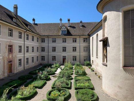 Bild vom Kloster in Fahr Innenhof