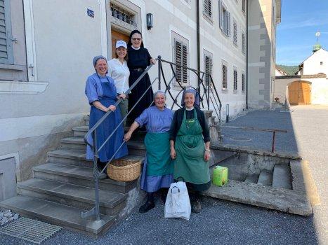 Nonnen im Kloster in Fahr